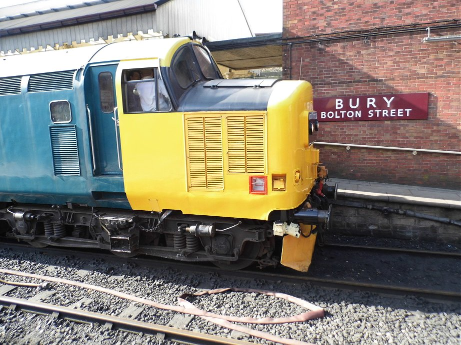 Class 37 pioneer D6700 with Hogwart's Castle and 60009 Union of South Africa, Sat 28/12/2013..