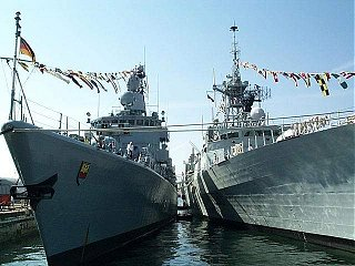 German Navy frigate Emden with HMCS Halifax on right. Image copyright Russ Price 2001. All Rights Reserved.